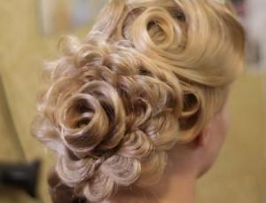 причёска роза из волос