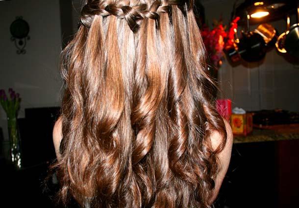 Прическа водопад на короткие волосы