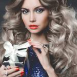 Свадебные прически на распущенные волосы: фото с фатой для средних, длинных прядей