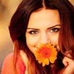 девушка с цветочком